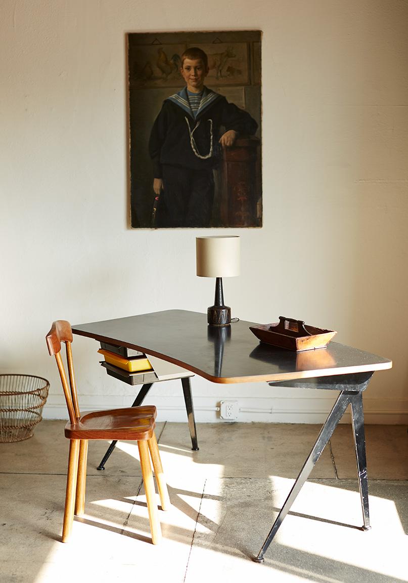 Galerie Half,  midcentury modern interior